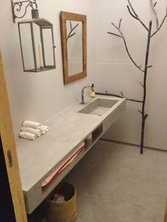 Betonlook wastafel, ruime wc voor beneden.