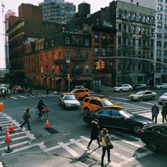 """409 mentions J'aime, 3 commentaires - nyc (@torinyc) sur Instagram : """"street crossing confusion"""""""