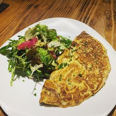 A good old omelet and a salad  @santoshapalma #palma #restaurant #brunch #breakfast #lunch #healthyfood #omelete #organiceggs #healthylifestyle Organic Eggs, Omelet, Quiche, Healthy Lifestyle, Brunch, Salad, Restaurant, Healthy Recipes, Breakfast
