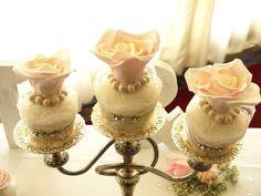 #blush#roses #wedding<cupcakes