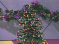 2015/03/19 How to create a beaded Christmas tree, a simple decorative stand and beaded ornaments to hang on the tree.