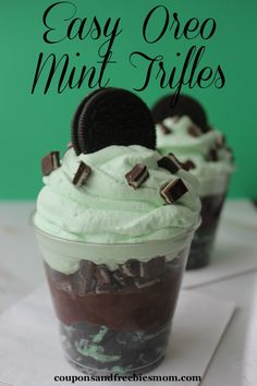 Patrick's Day is just around the corner and there is nothing like chocolate and mint being popular this time of year to make this mama happy! These Easy Oreo Mint Trifles are a perfect treat for (Chocolate Mint Mouths) Köstliche Desserts, Delicious Desserts, Dessert Recipes, Yummy Food, Yummy Treats, Sweet Treats, Appetizer Dishes, St Patrick's Day Appetizers, St Patrick Day Treats