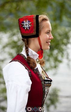 """""""Nasjonalen"""" is the name of this folk costume or bunad from the beginning of the century. Bunad is a Norwegian """"umbrella"""" word for traditional rural clothing. Folk Clothing, Historical Clothing, Norwegian Clothing, Frozen Costume, Thinking Day, Folk Costume, Girls Wear, Traditional Dresses, Norway"""