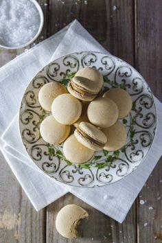 I macarons al caramello salato sono una bontà inimmaginabile, da gustare ad occhi chiusi ogni volta che si desidera una coccola tutta per sè!