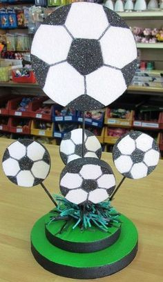 centros de mesa de futbol - Buscar con Google Soccer Birthday Parties, Football Birthday, Birthday Party Themes, Boy Birthday, Baseball Party, Soccer Party, Sports Party, Soccer Centerpieces, Soccer Baby Showers