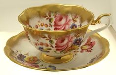 Lovely Royal Albert Bone China Treasure Chest Series Teacup and Saucer-NR