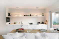 interieur-blanc-salle-de-sejour-sofa