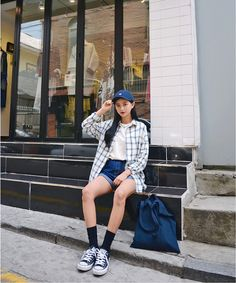 Korean street fashion, korean fashion tomboy, asian fashion, girl f Korean Fashion Summer Casual, Korean Fashion Street Casual, Asian Fashion, Girl Fashion, Grunge Fashion, Fashion Outfits, Summer Shorts Outfits, Cute Outfits, Outfit Summer