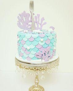 Totally in love with this #dinglehopper #littlemermaid inspired #cake #halfbaked #halfbakedco #mermaidcake
