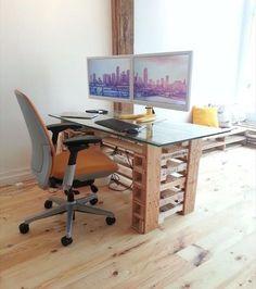 poustouflante cette collection de bureau r alis avec des palettes bureau palette bureau et. Black Bedroom Furniture Sets. Home Design Ideas