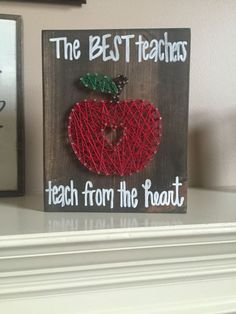 Teacher Gift apple string art by Kimsheartstrings on Etsy Nail String Art, String Crafts, Craft Gifts, Diy Gifts, Homemade Teacher Gifts, Teacher Gift Diy, Homemade Gifts, Presents For Teachers, Scrappy Quilts