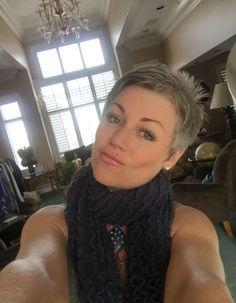 Ces dames ont choisi une belle coupe courte! Grey est vraiment la tendance de ce moment! Lequel pensez-vous est le plus beau?! Image : 1 Image :2 Image :3 Image : 4 Image :5 Image :6 Image :7 Image :8 Image :9 Image :10 Image :11 Image :12 Image :13