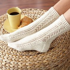 These beautiful knitted socks have a gorgeous lace and cable pattern that gives these socks a lovely flair. Get the FREE knitting pattern NOW . Knitted Socks Free Pattern, Lace Knitting Patterns, Crochet Socks, Knitted Slippers, Knitting Tutorials, Lace Patterns, Knit Socks, Stitch Patterns, Knitting Short Rows