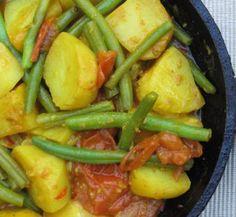 Bij een curry wordt maar al te vaak gedacht aan rijst, noedels en andere oosterse gerechten. Komt het wel eens in je op om een curry van aardappel te maken?