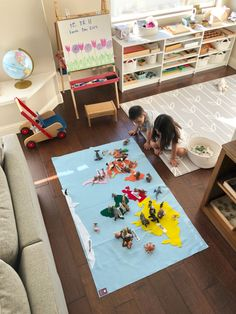 Felt Map of the World with Montessori Colors - educational, hands-on geography puzzle toy for children in preschool, Kindergarten, elementary school #montessori #geography #homeschool