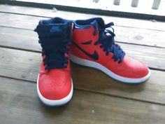 Air Jordan 1 Retro OG (Kids), Size 6 1/2, Pre-owned, Never worn, Box includedSimply put, the Air Jordan 1 is the sneaker that started it all. Michael Jordan's first signature model was releas...