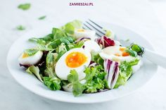 Salad with mollet egg, goat cheese and coriander Goat Cheese, Coriander, Goats, Salads, Eggs, Breakfast, Food, Morning Coffee, Essen