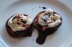 5. Gang:  Feige in einer süßen Portweinreduktion auf einem gerösteten Brioche. Obendrauf eine Ziegenfrischkäse-Creme mit Limetten-Abrieb, brauner Zucker on Top und dann unter den Grill zum gratinieren.