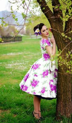 Idda van Munster: Vivien of Holloway: Grace Victory Rose Purple Retro Mode, Vintage Mode, Vintage Stil, Vintage Girls, Vintage Dresses, Retro Vintage, Vintage Outfits, Floral Fashion, Retro Fashion