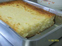 1 kg de aipim sem casca picado  - 3 ovos  - 200 ml de leite de coco  - 100 g de coco ralado em flocos  - 2 colheres de margarina  - 3 xícaras de açúcar  - 2 copos tipo requeijão de leite  -