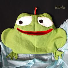 Wäscheklammerfrosch aus Stuhlhusse / Peg frog made from chair cover / Upcycling