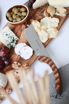 A beautifully designed cheese board can easily be seen as a piece of art. We believe that such an aesthetic meal needs the right cutlery to flatter it - something that completes the work of art. Choose a knife that matches your aesthetic, like this beautifully designed cheese knife by Forge de Laguiole®. #charcuterieboard #cheese #cheeseboard #cheeseplatter #cheeseknife #handmade #tablesetting #cutlery #knife #knives #flatware #madeinfrance #laguiole #laguioleknife
