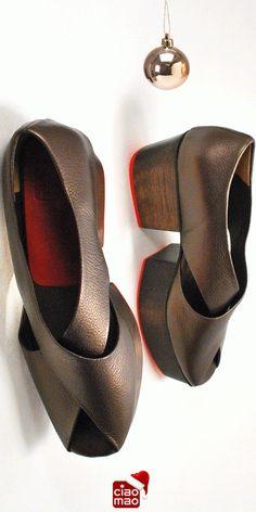 Enfeites dourados - Sandália WOOD - Women's platform sandals - www.ciaomao.com
