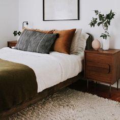 Home Decor Habitacion .Home Decor Habitacion Earthy Bedroom, Olive Bedroom, Indie Bedroom, Bedroom Romantic, Ideas Hogar, Home Decor Bedroom, Fall Bedroom, Bedroom Ideas, Bedroom Designs