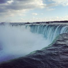 If you're planning a trip to Niagara Falls, you obviously want to stay somewhere nice. Check out the best Niagara Falls hotels so you can find a great place! Niagara Falls Hotels, Sources Of Calcium, Romantic Weekend Getaways, Travel Words, Healthy Filling Snacks, New Travel, Great Places, Trip Planning, Travel Destinations
