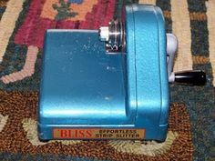 Cleaning and lubricating your Bliss Cutter from Crescent Lane Hooker.  I need a Bliss Cutter!