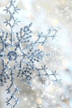 Elegant sparkle / glitter Winter snowflake wallpaper / screensaver for iphone or android G;)