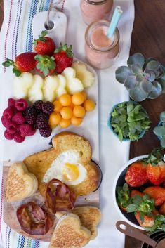 New Breakfast Table Presentation Tea Time Ideas Good Morning Breakfast, Healthy Breakfast Muffins, Breakfast In Bed, Breakfast Presentation, Food Presentation, Recipe Smoothie, Brunch Recipes, Breakfast Recipes, Tumblr Food