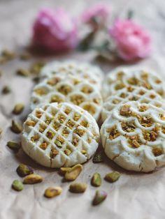 Day 09 of 12 Days of Cookies: Persian Rice Flour Cookies (Naan Berenji) Recipe — Fix Feast Flair via Sandra Angelozzi Rice Flour Recipes, Cookie Recipes, Dessert Recipes, Gluten Free Cookies, Gluten Free Baking, Rice Flour Cookies, Pasta Sin Gluten, Persian Desserts, Persian Rice