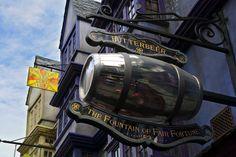 A Magical Look Inside Diagon Alley at Universal Studios, Orlando: http://www.davonnajuroe.com/magical-look-inside-diagon-alley-universal-studios-orlando/ #HarryPotter #DiagonAlley #UniversalStudios #Orlando #Butterbeer