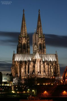 The Dom in Köln.  LOVE this cathedral, it truly is that beautiful.