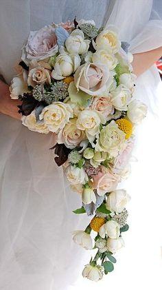 Platinum Touch Events: Trend Alert: Cascading Bouquets