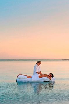 Private Island Vacation on Hayman Island in Australia - Luxury Spa offers a choice of individual treatments as well as 3- to 7-day spa programs. Treatments, which employ the products of a French skincare line Guerlain, include facials, body wraps, massages & foot therapy.