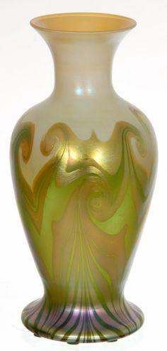 "VERY NICE 9 1/4"" SIGNED QUEZAL ART GLASS VASE"