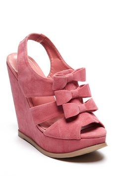 Adorable bow wedge!  Too bad I'm too tall for this. :(