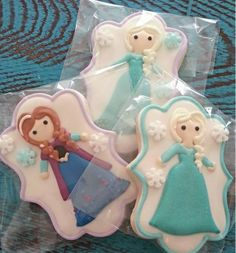 Adorable Disney Frozen Anna and Elsa cookies.I may get mauled for saying I did not like frozen but these are super cute Fancy Cookies, Iced Cookies, Cute Cookies, Cupcake Cookies, Sugar Cookies, Disney Frozen Party, Frozen Theme, Frozen Birthday Party, Disney Cookies