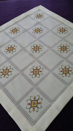 This Pin was discovered by Cih Cross Stitch Boards, Just Cross Stitch, Cross Stitch Needles, French Knot Embroidery, Embroidery Stitches, Machine Embroidery, Hand Embroidery Design Patterns, Barn Quilt Patterns, Cross Stitch Geometric