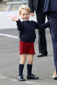 Prince George of Cambridge waves as he leaves from Victoria Harbour to board a sea-plane on the final day of their Royal Tour of Canada on October 2016 in Victoria, Canada. The Royal couple along. Get premium, high resolution news photos at Getty Images Queen Kate, Princess Kate, Princess Charlotte, Princess Style, Queen Elizabeth, Duke And Duchess, Duchess Of Cambridge, Victoria British Columbia, Victoria Canada