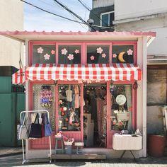 Arte Shop, Images Aléatoires, Aesthetic Japan, Oldschool, Shop Fronts, Store Design, Dream Life, Aesthetic Pictures, Coffee Shop