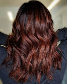 Between all the popular hair coloring trends out there, it can be hard to tell the difference between them. We're settling the balayage vs. ombre confusion once and for all. Hair Color Auburn, Red Hair Color, Cool Hair Color, Brown Auburn Hair, Balayage Hair, Ombre Hair, Auburn Balayage, Summer Hairstyles, Cool Hairstyles