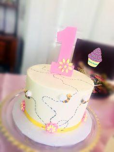 Maya The Bee Smash Cake Cake Smash, Maya, Bee, Birthday Cake, Cakes, Desserts, Food, Birthday Cakes, Meal