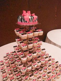 Pastel y cupcakes XV años animal print