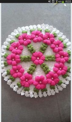 This Pin was discovered by Şem Bead Loom Patterns, Crochet Stitches Patterns, Hand Embroidery Patterns, Crochet Mandala, Crochet Doilies, Crochet Flowers, Crochet Clutch, Knit Crochet, Crochet Hats