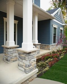 The most up to date front patio column designs varying from standard, basic, modern-day, minimalist to super luxurious styles are likewise recommended for those of you that are seeking ideas concerning the front column design Front Porch Pillars, Front Porch Design, Screened In Porch, House Pillars, Exterior Gris, Exterior Design, Exterior Colors, Exterior Paint, House With Porch