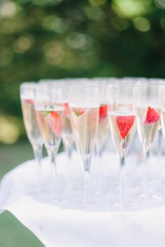 Classic Summer Wedding in the Hamptons – Cocktail Hour Champagne Drinks, Cocktail Drinks, Fun Drinks, Cocktail Ideas, Summer Cocktails, Mixed Drinks, Alcoholic Drinks, Tequila Sunrise, Hamptons Wedding