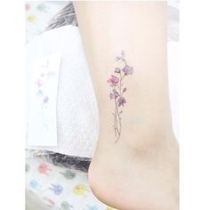 28 Small Tattoos Every Girl Needs To Get Sweet pea tattoo. Small tattoos are perfect for girls and women alike. Delicate and feminine, I promise these 28 blissfully small tattoos will not disappoint. Cute Tattoos For Women, Small Girl Tattoos, Little Tattoos, Mini Tattoos, Body Art Tattoos, Cool Tattoos, Tatoos, Delicate Tattoos For Women, Small Feminine Tattoos
